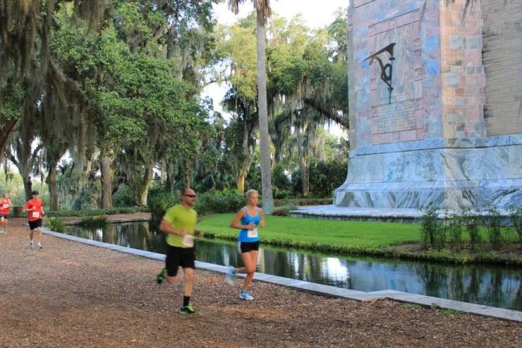 2 people running